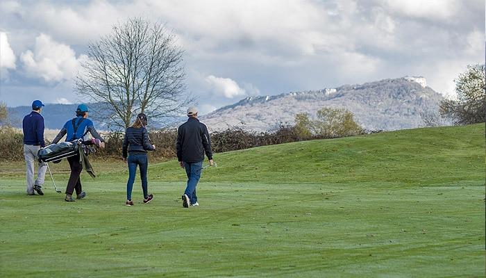Jugar al golf en invierno. Izki Golf Álava